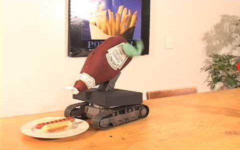 自動でケチャップをかけてくれるロボットが馬鹿馬鹿しい