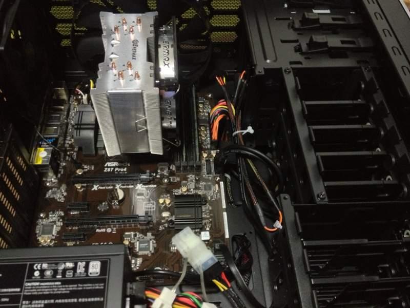 サイコムでBTOパソコンを買った時の写真。配線が綺麗
