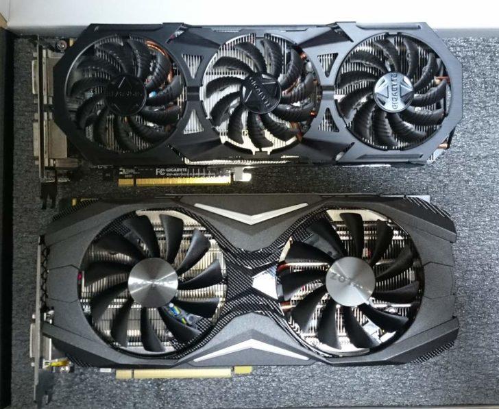 上がGIGABYTEの「GV-N970G1 GAMING-4GD」、下が「ZOTAC GeForce GTX 1070 AMP Edition」。