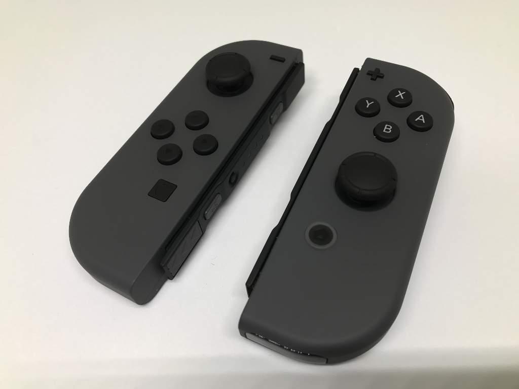 左がJoy-Con(L)、右がJoy-Con(R)