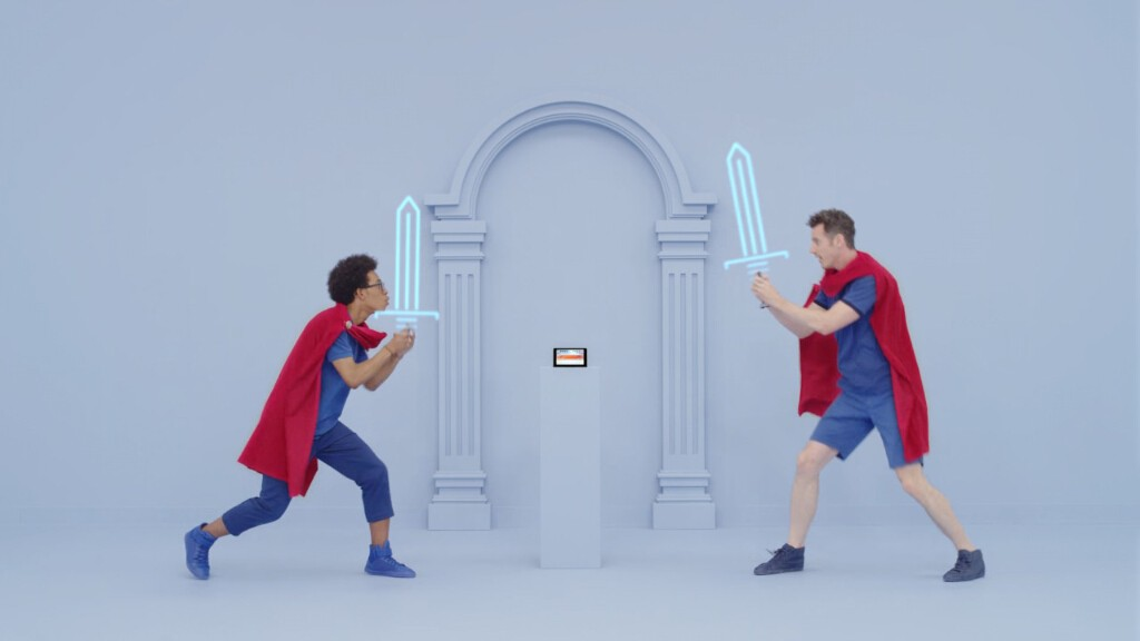 「ソードファイト」では、ガードするか攻撃するか考えつつ、架空の剣を縦か横に振って戦う